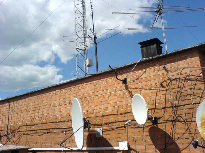 Сургууль, цэцэрлэгийн дээвэр дээрх үүрэн телефоны антенныг цэгцэлнэ